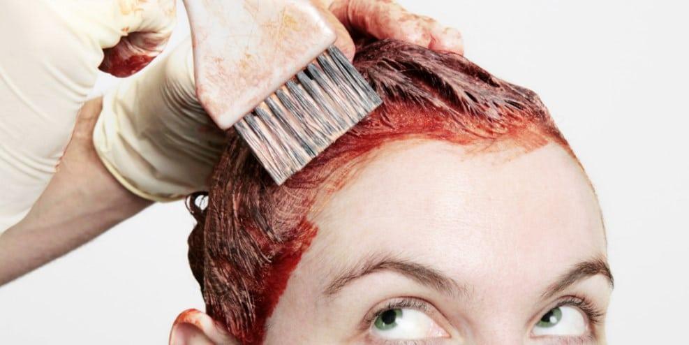 С помощью краски для волос